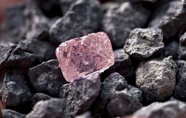 алмаз розового цвета