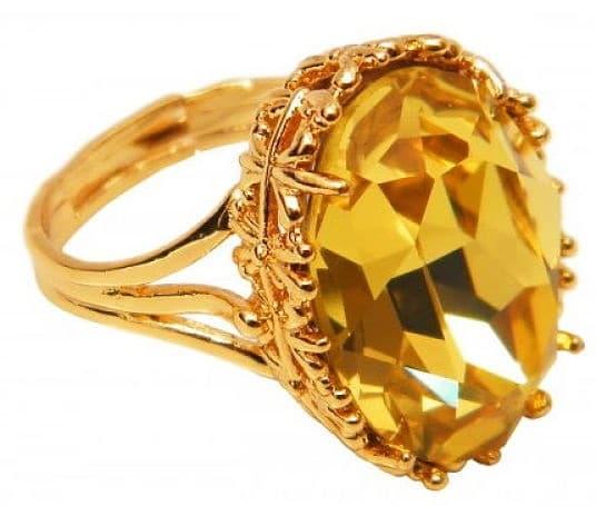 камень желтого цвета