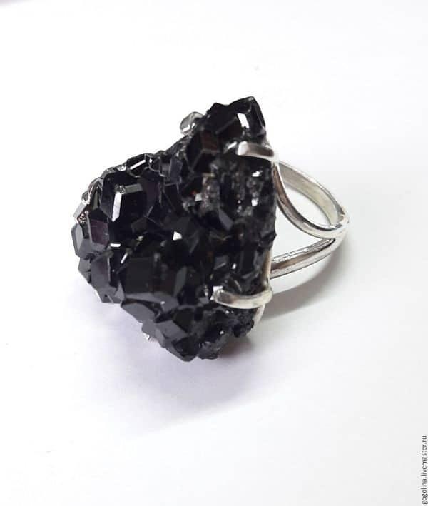 гранат черного цвета