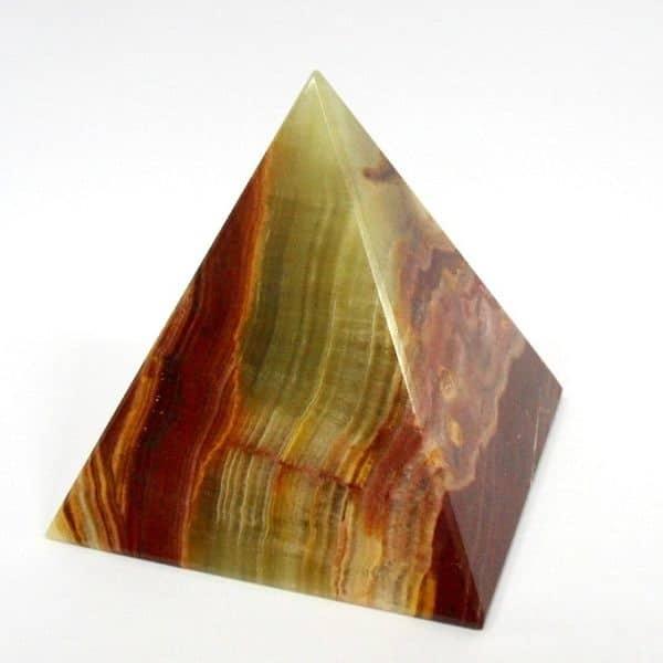 Волшебные свойства пирамиды из натурального камня