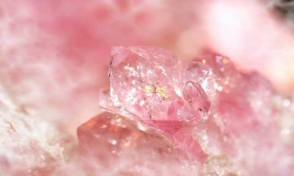 кварц розового цвета