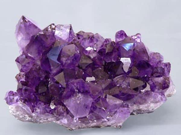 аметист фиолетового цвет