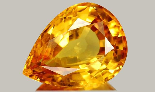 камень топаз золотистого цвета