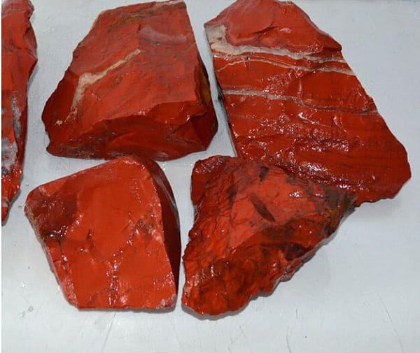 нефрит красного цвета