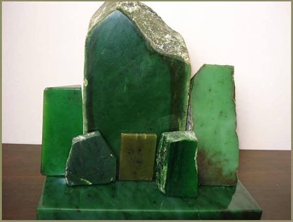 нефрит зеленого цвета